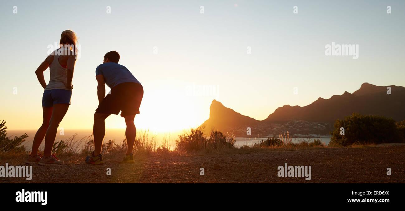 Mann und Frau nach dem Joggen, Letterbox-format Stockfoto