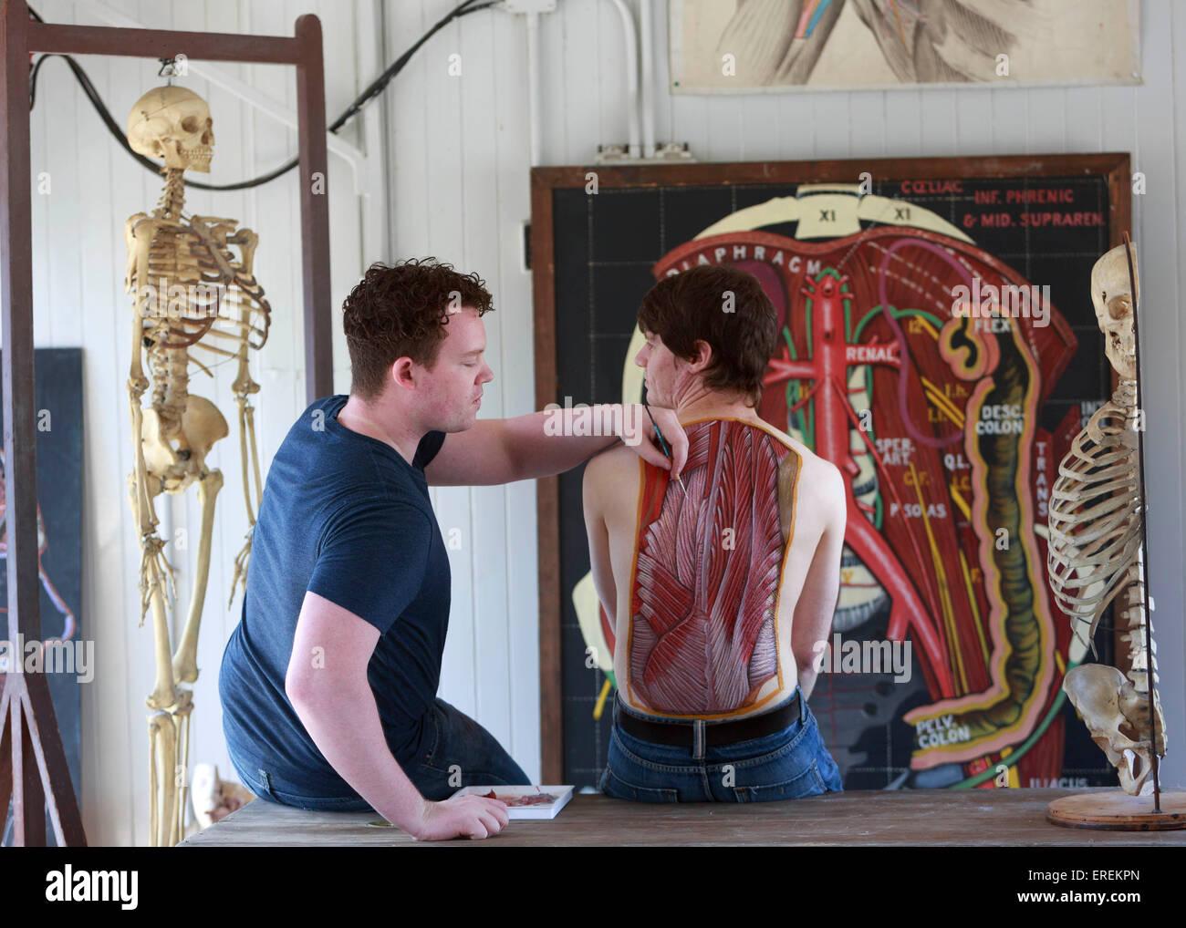Edinburgh, Schottland. 2. Juni 2015. Ärzte und Künstler treten auf ...