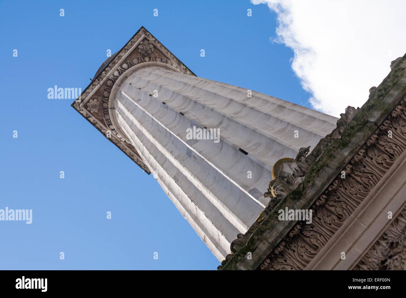 Blick auf das Denkmal für den großen Brand von London Stockbild