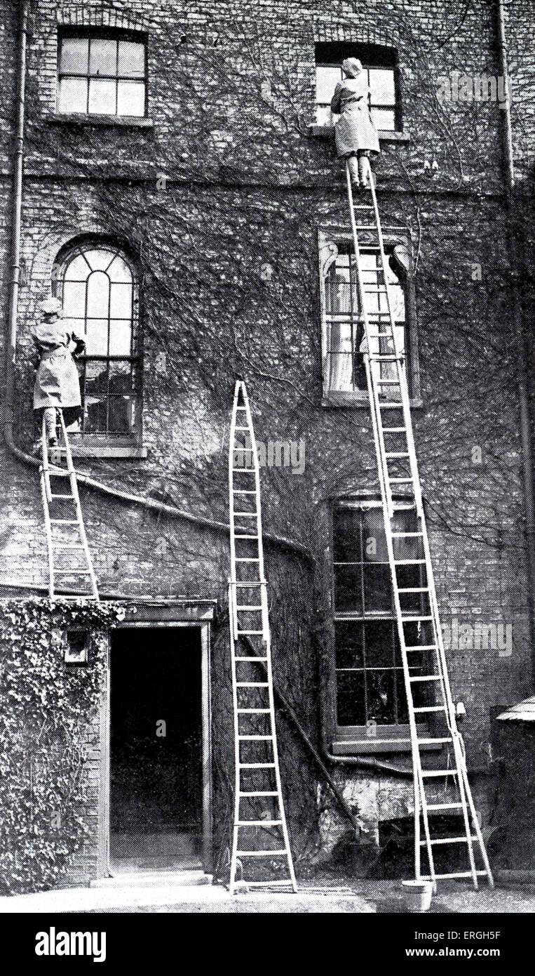Frauen Fensterputzer In Cambridge Wahrend Des 1 Welt 1916 Innen