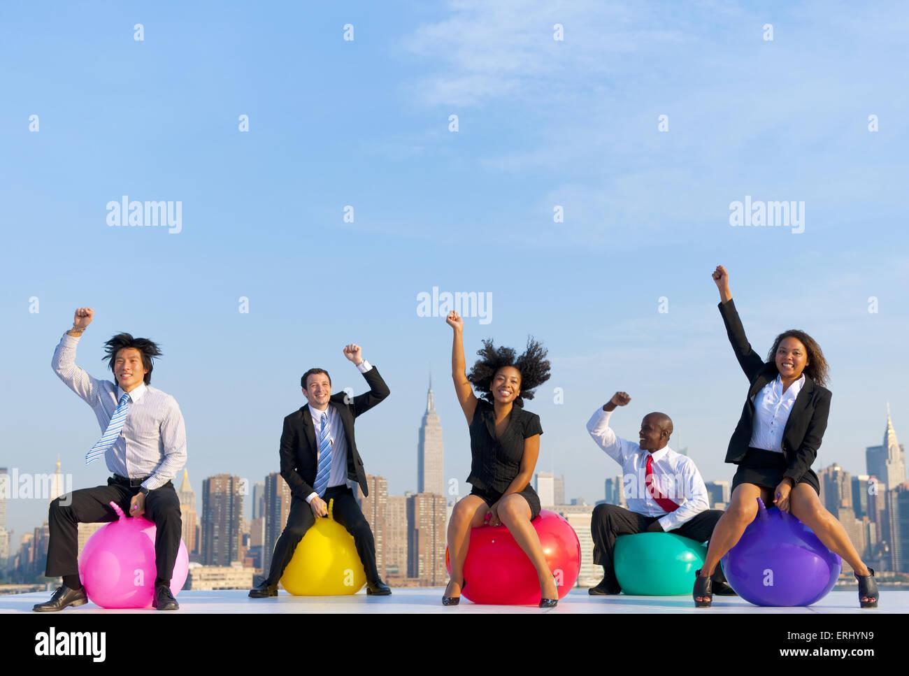 Geschäftsleute vor der Skyline von New York City. Stockbild