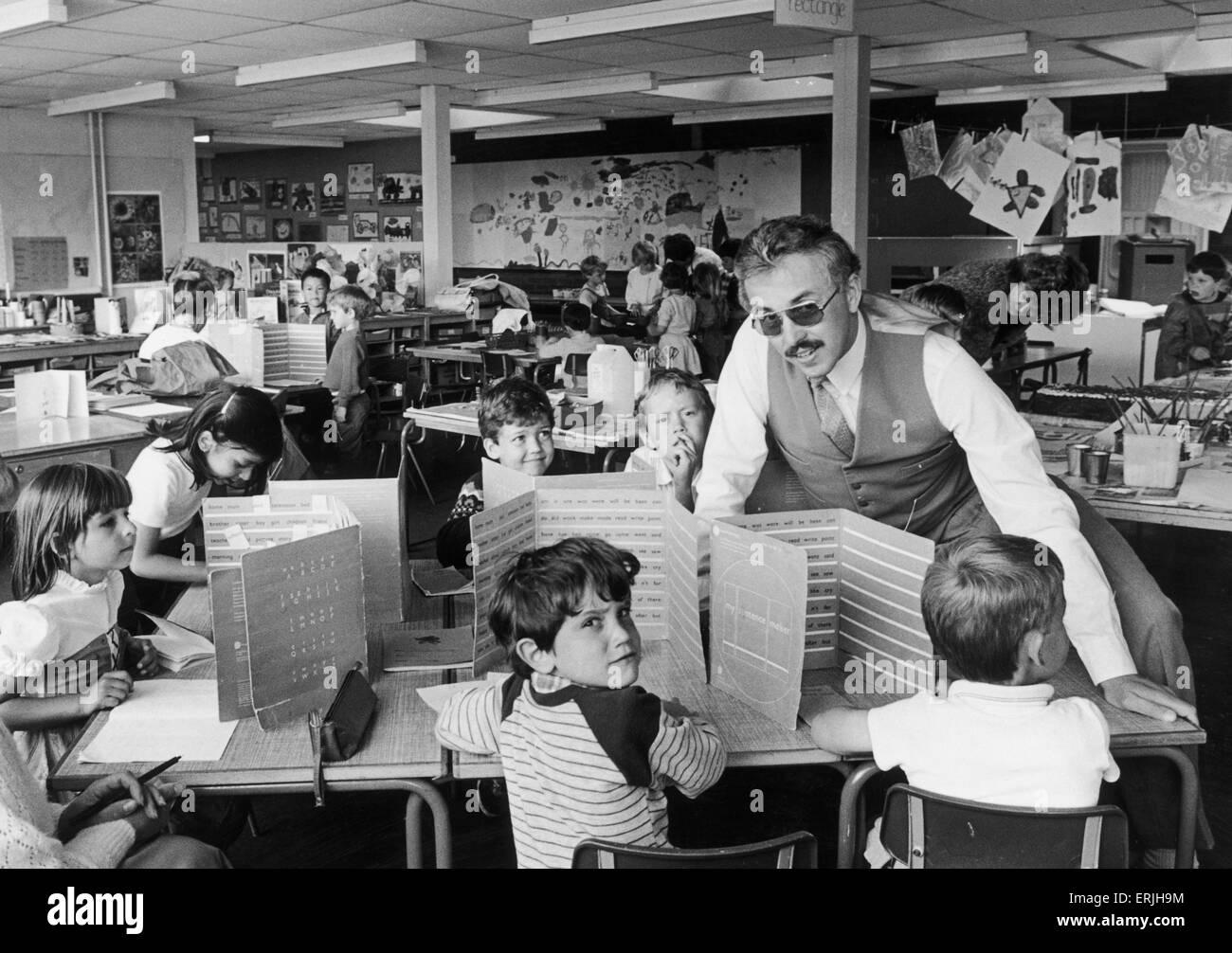 Herr Tony Thistlewood Schulleiter der Clifford Brücke Primary School, Coventry, hier in einem der neuen offenen Stockbild