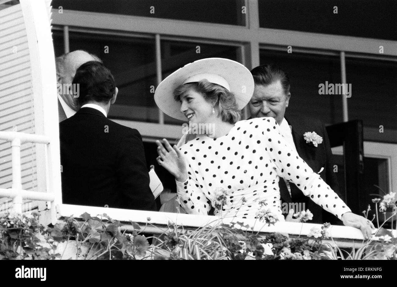 Epsom Derby 4. Juni 1986. Prinzessin Diana am Balkon des königlichen Gehäuse. Stockbild