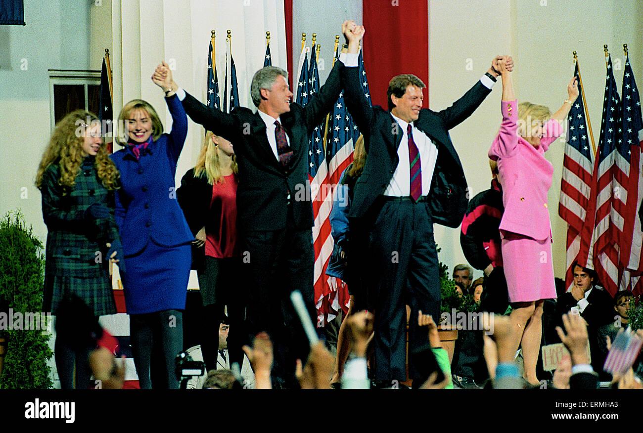 Little Rock, Arkansas, USA 31992 Clinton/Gore Wahl Nacht Siegesfeier auf dem Gerichtsgebäude Schritte in Little Stockbild