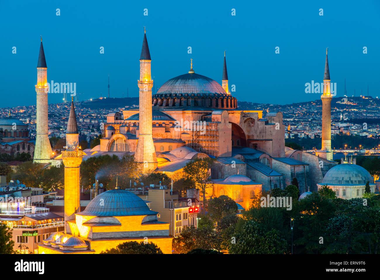 Draufsicht der Nacht über die Hagia Sophia, Sultanahmet, Istanbul, Türkei Stockbild