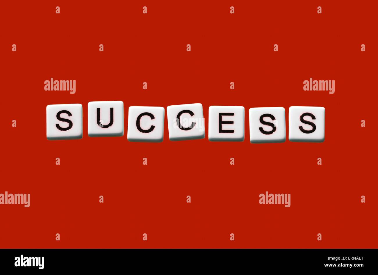 Erfolg auf weißen Blöcke hervorgehoben Stockbild