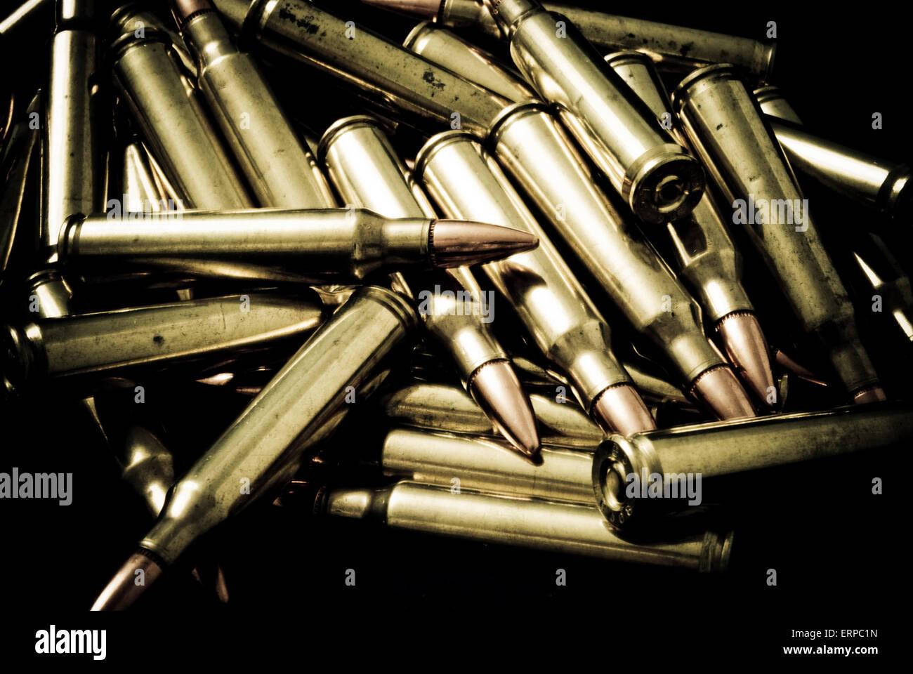 Haufen von 5,56 mm Gewehrmunition Stockbild