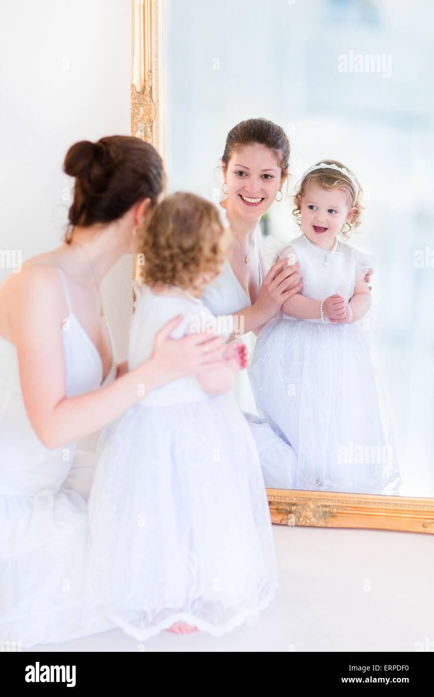 Ziemlich Er Und Ihre Brautjungfer Kleider Fotos - Hochzeit Kleid ...
