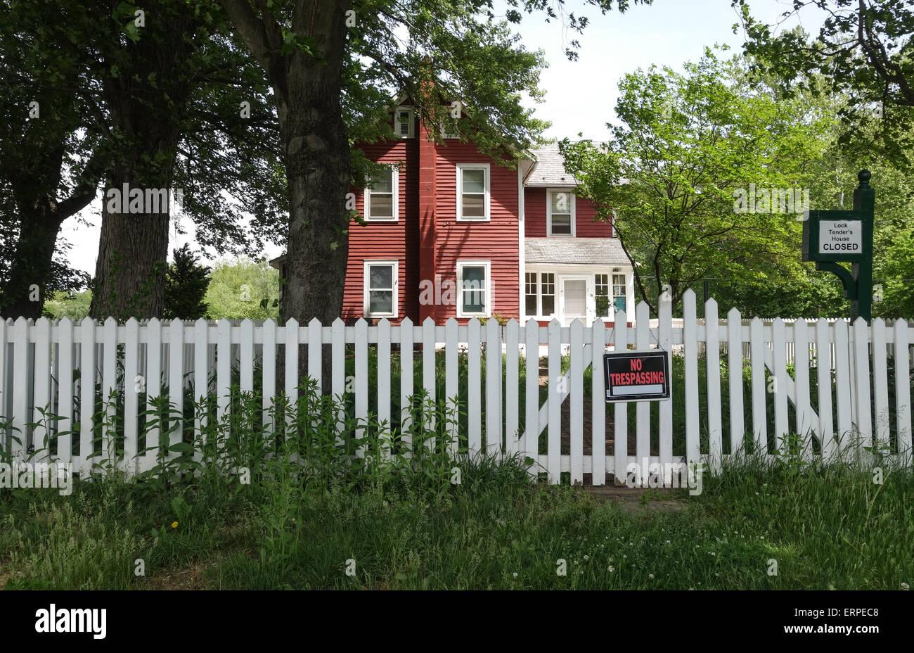"""Amerikanisches Landhaus amerikanisches landhaus mit schild """"kein hausfriedensbruch"""", lehigh"""