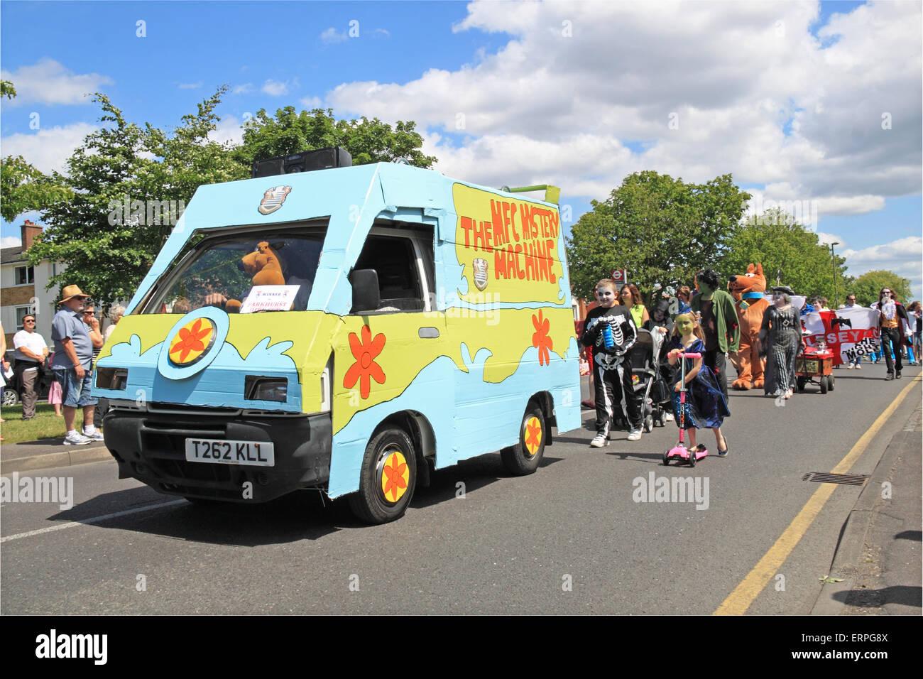Scooby Doo Mystery Machine Stockfotos & Scooby Doo Mystery Machine ...
