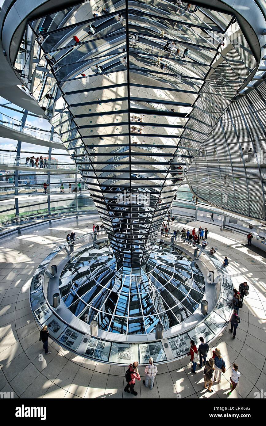 Deutschland, Berlin, Reichstag, in der Glaskuppel des Architekten Norman Foster. Stockfoto