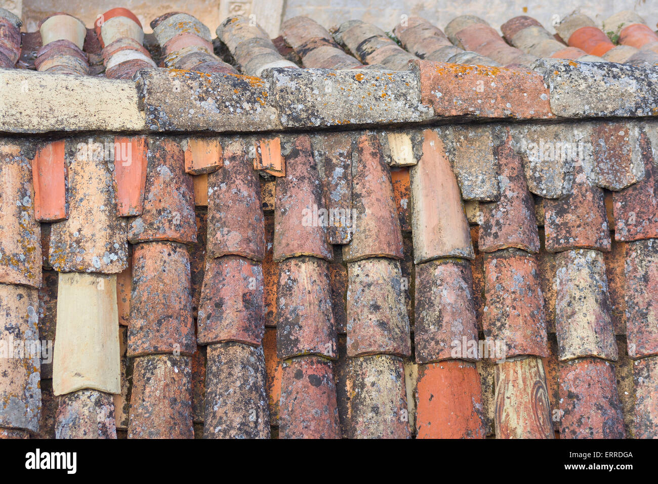 alte fliesen dach detail von der alten ummauerten stadt dubrovnik