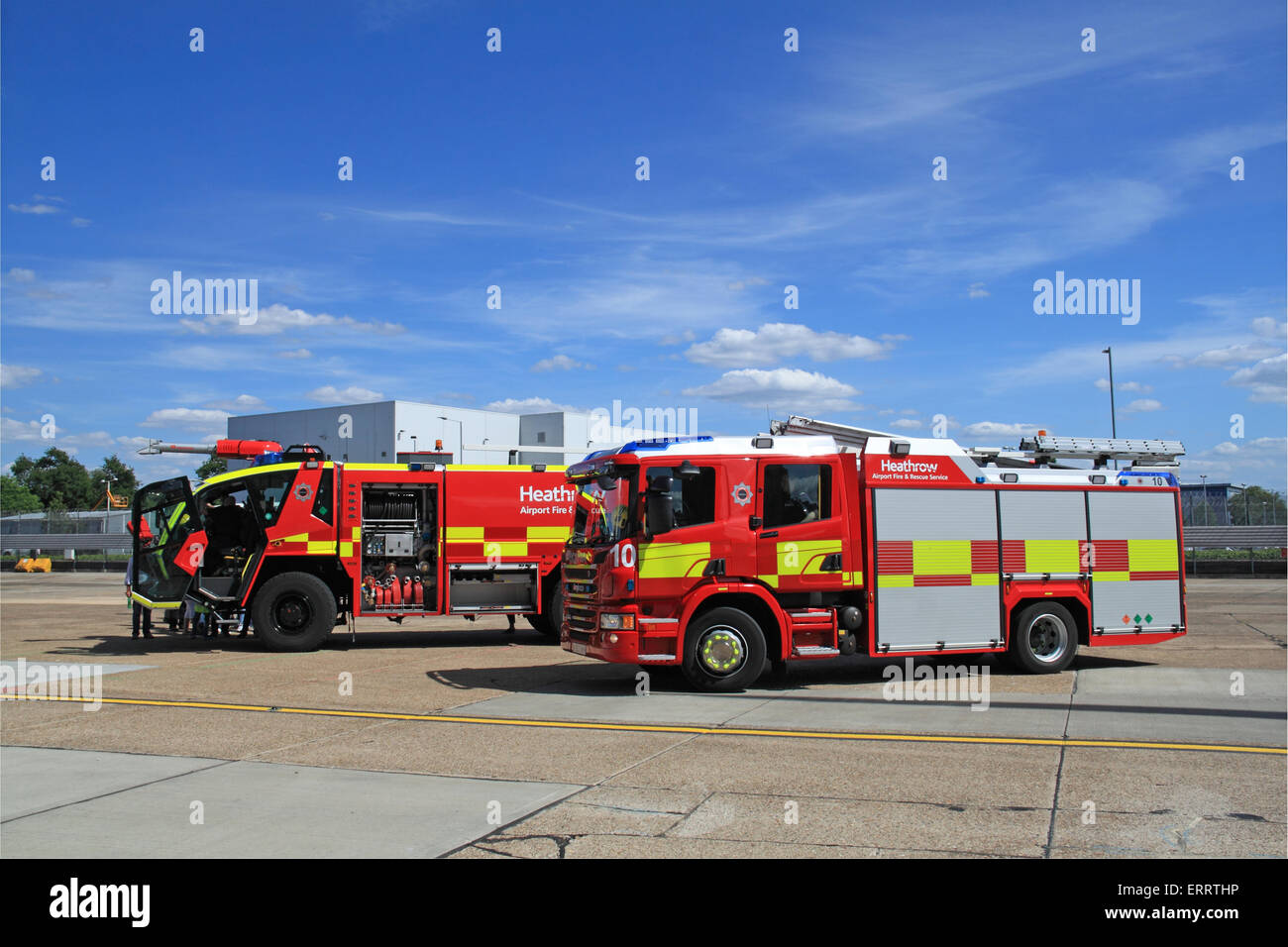 fire engine airport stockfotos fire engine airport. Black Bedroom Furniture Sets. Home Design Ideas