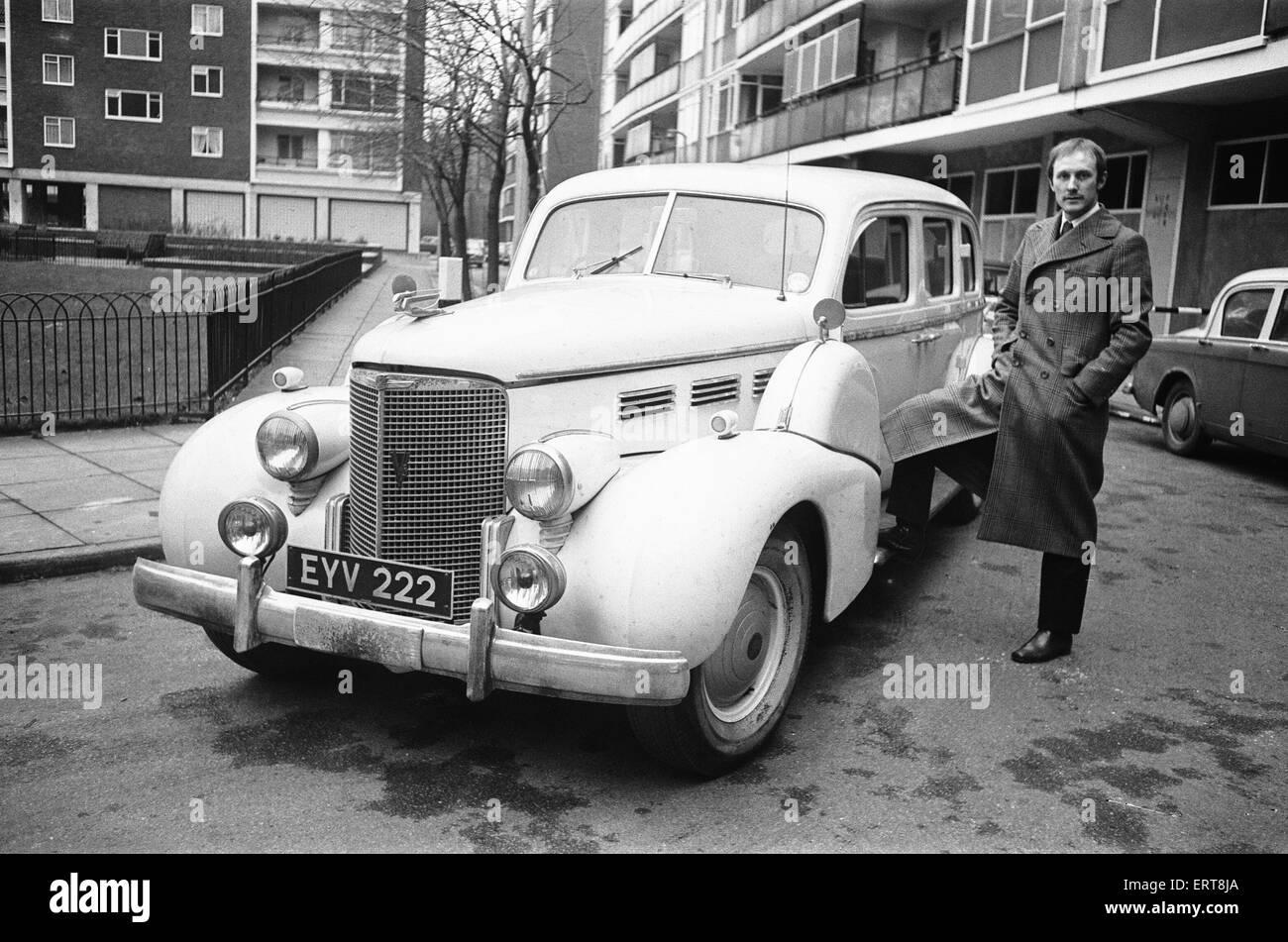 Rupert Lycett Green mit seinem Vintage Cadillac hier gesehen. 15. Februar 1968 Stockbild