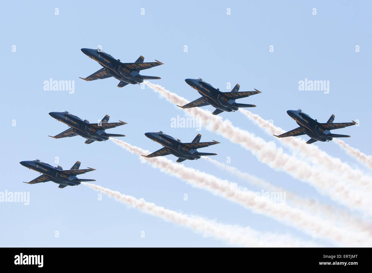 Die Blue Angels Flight Demonstration Geschwader Überführung vor der 2015 uns Naval Academy Staffelung Stockbild