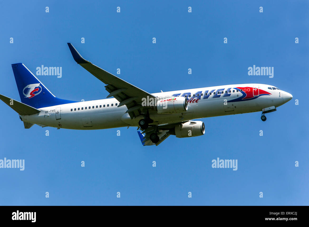 Boeing 737 von Travel Service betrieben auf landeanflug Prag, Tschechische Republik Stockbild