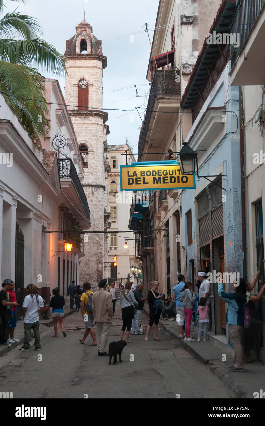 Elk224-1429v Kuba, Havanna Vieja, Bodegita del Medio, Straßenszene Stockbild