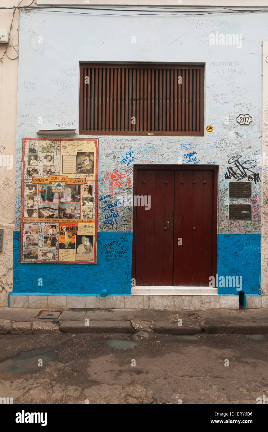 Elk224-1433v Kuba, Havanna Vieja, Bodegita del Medio, Graffitiwand Stockbild