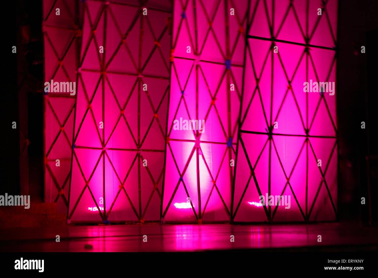 Bühne Flügel Beleuchtung mit Flutlicht Farbe magenta Stockbild