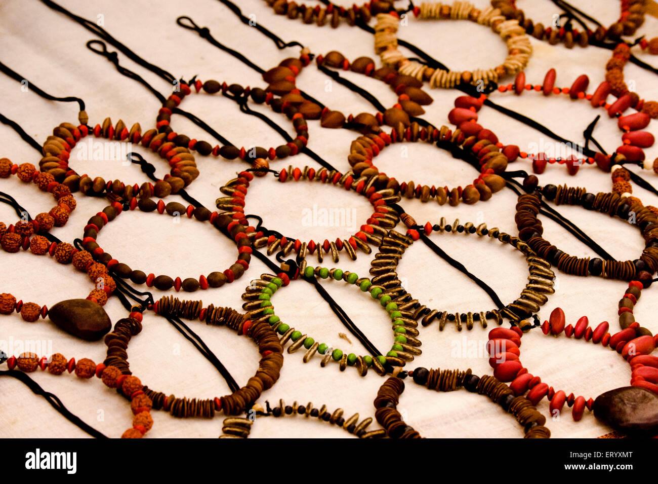 Halskette der Holzperle und Samen der Früchte in Shantiniketan; Kalkutta Calcutta; Westbengalen; Indien Stockbild