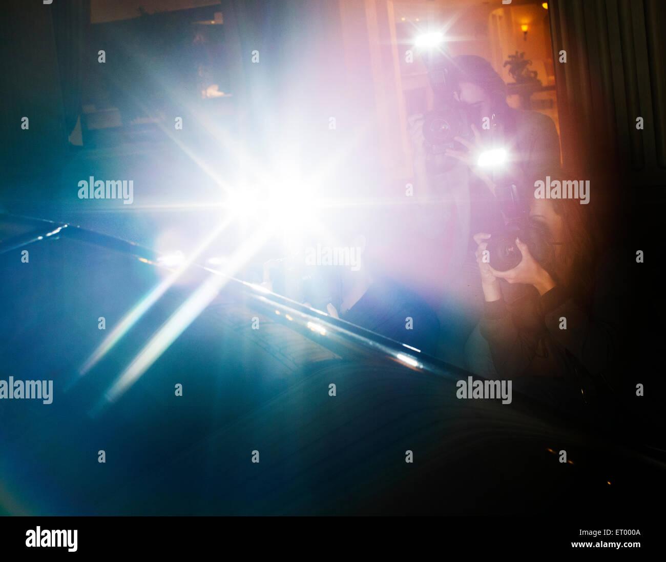 Objektiv Fackel Blitz von Paparazzi-Fotografen Fotografieren bei Veranstaltung Stockbild