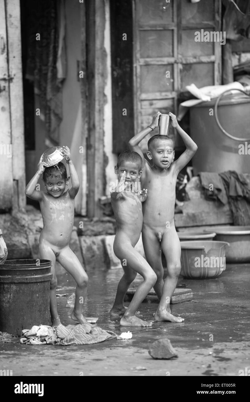 nackt mädchen und jungs