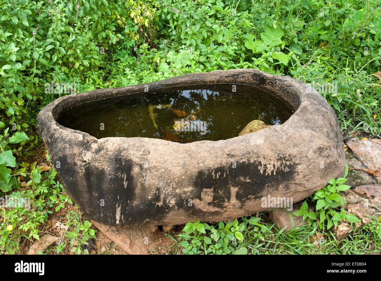 Stein Wasser Behälter befindet sich im Chemmanthatta-Tempel; Kerala; Indien Stockfoto