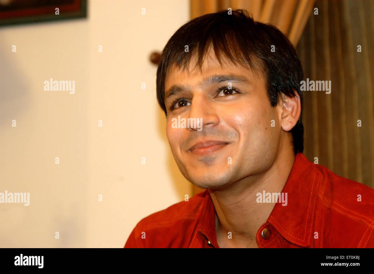 Indische Film Persönlichkeit Vivek Oberoi Lächeln während der Pressekonferenz in Bombay Mumbai; Maharashtra; Stockbild