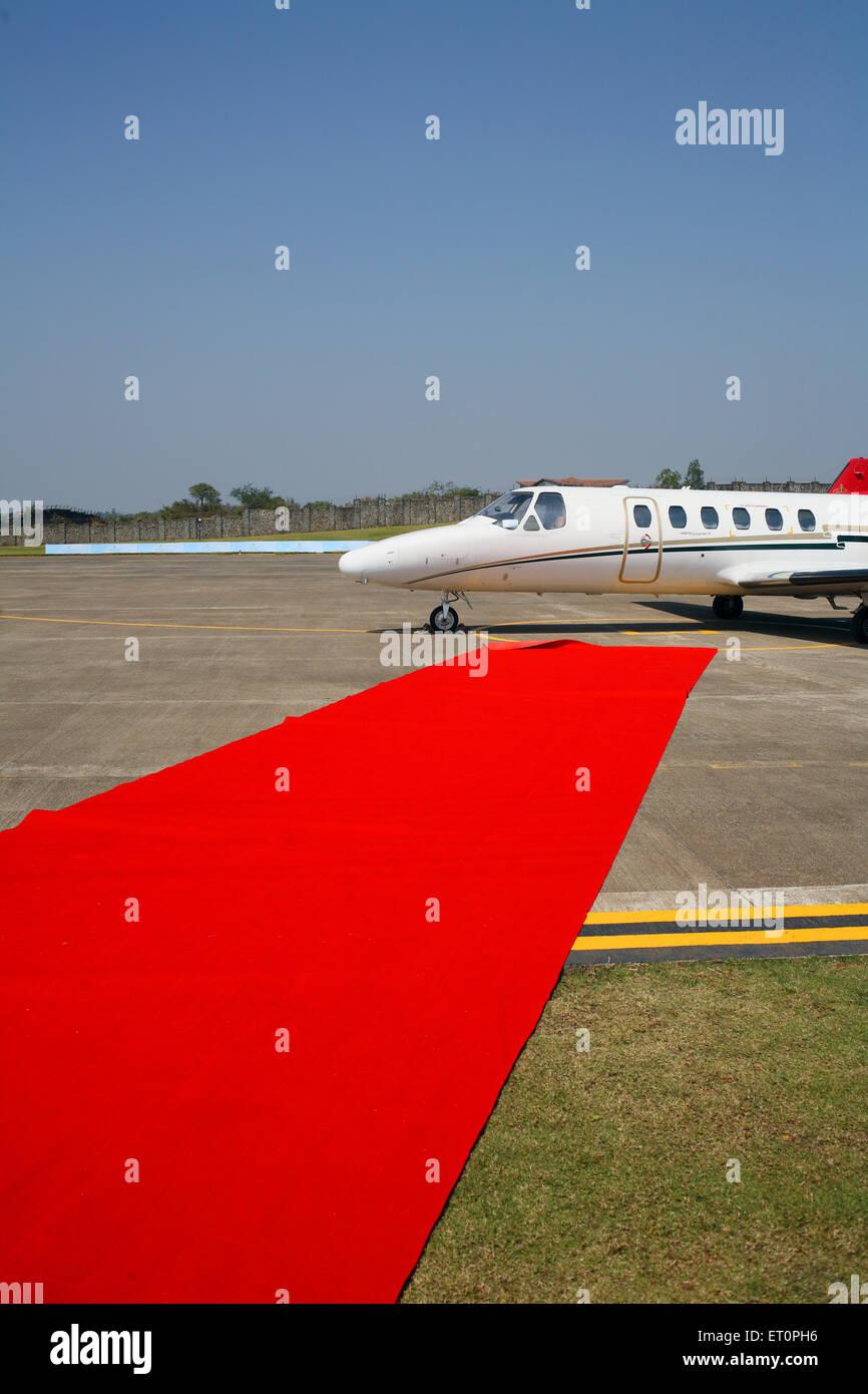 Roter Teppich für die Passagiere der Erstflug am Aamby Valley Airport; Lonavala; Maharashtra; Indien Stockbild