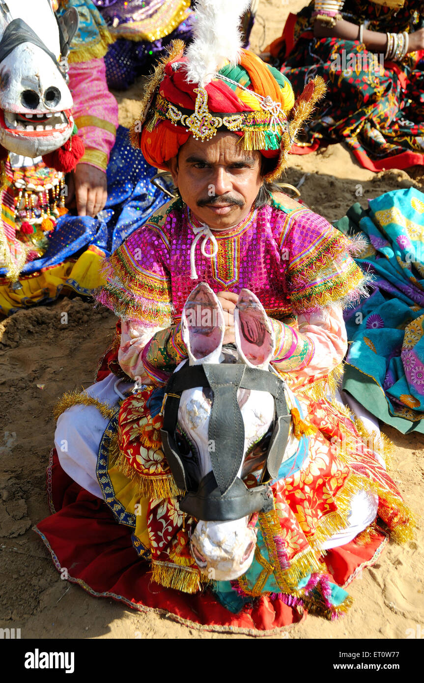 Mann in traditioneller Tracht während Pushkar Festival; Rajasthan; Indien Herr #786 Stockbild