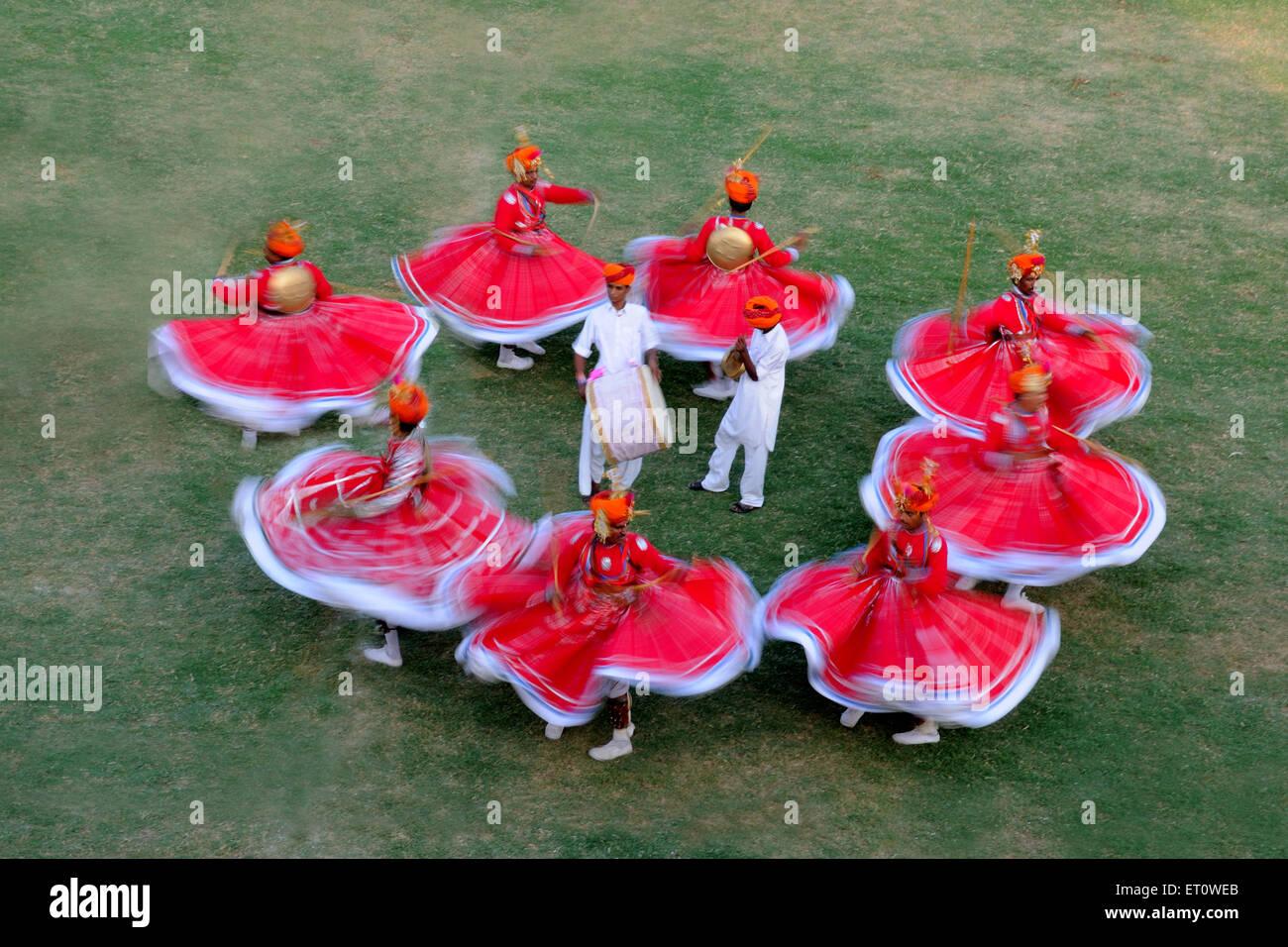 Gher Volkstänzer bei Marwar Festivals; Jodhpur; Rajasthan; Indien Stockfoto