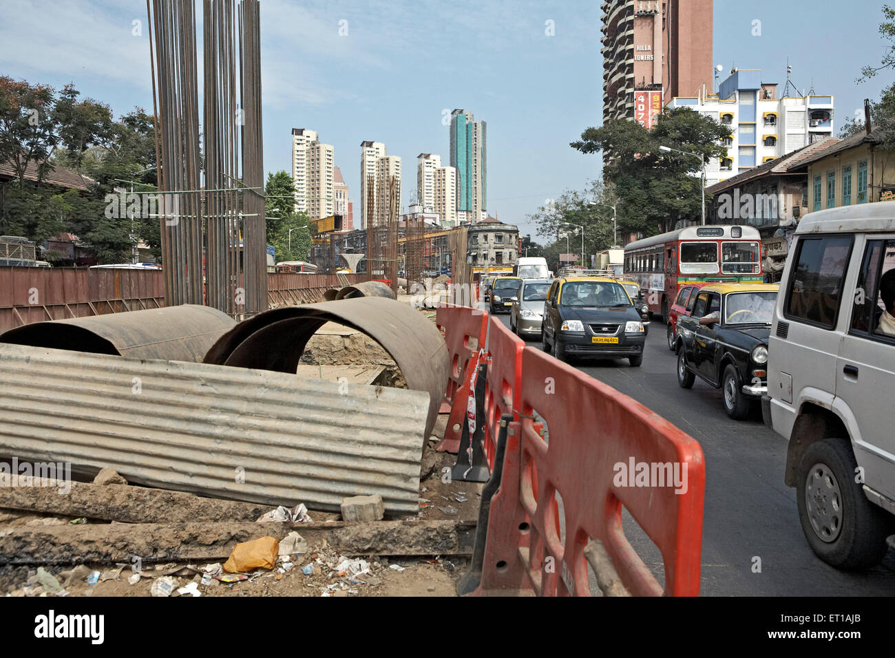 Infrastruktur In Arbeit an stark befahrenen Straße Mumbai Indien Asien Stockbild