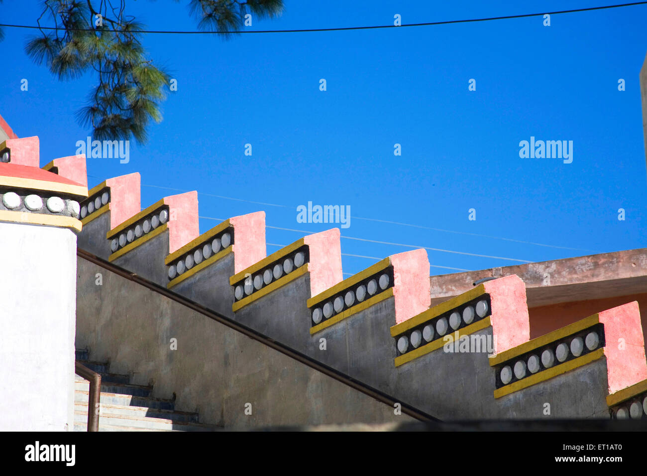 Begrenzungswand; Tibetische Architektur; Dulanji; Himachal Pradesh; Indien Stockbild