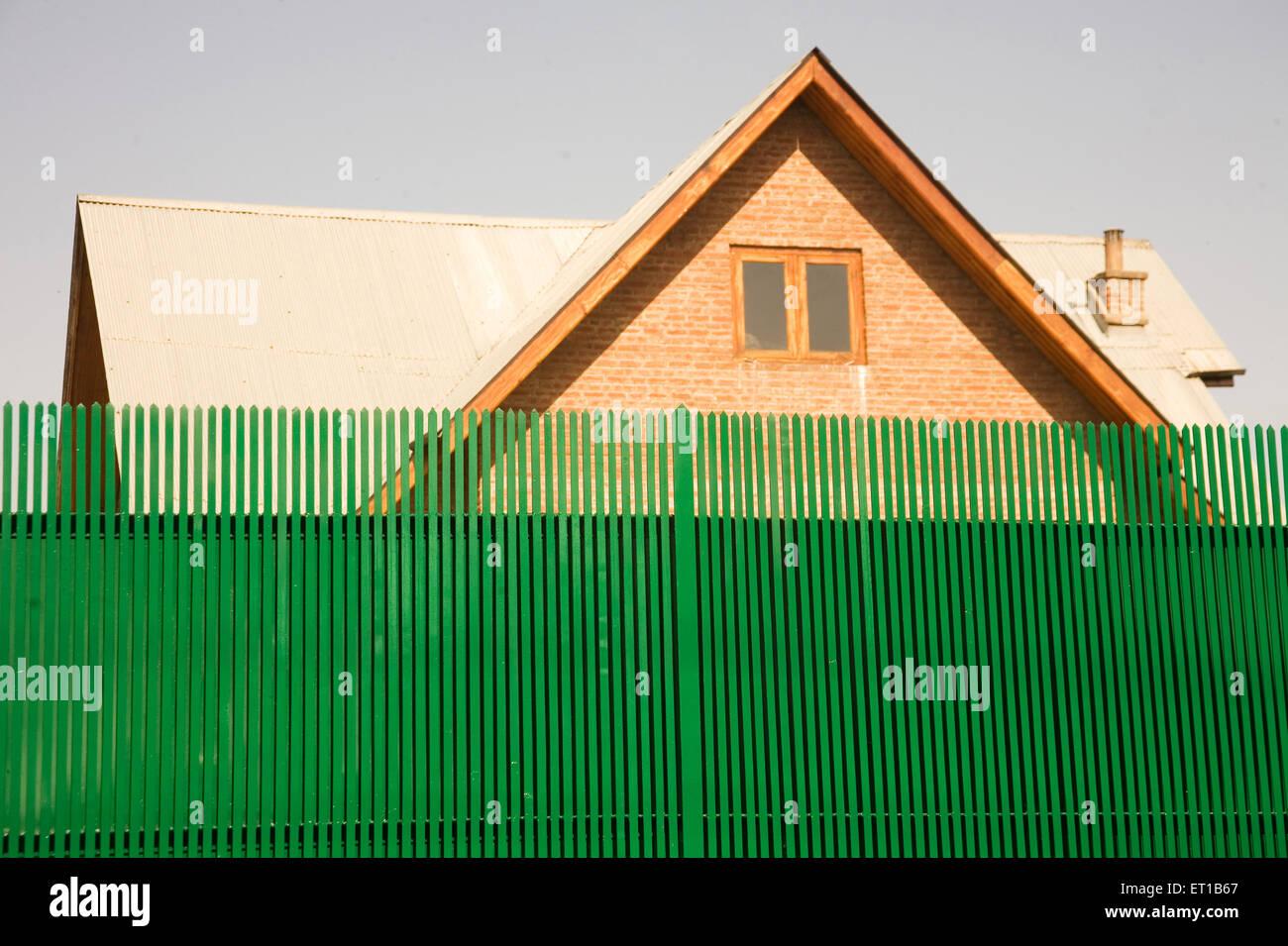 Begrenzungswand der Wohn-Bungalow am; Srinagar; Jammu und Kaschmir; Indien Stockbild