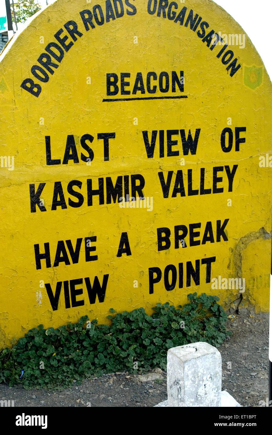 Letzter Blick auf Kaschmir-Tal Aussichtspunkt vor Jawahar Tunnel auf Srinagar Jammu Straße Jammu & Kaschmir Stockbild