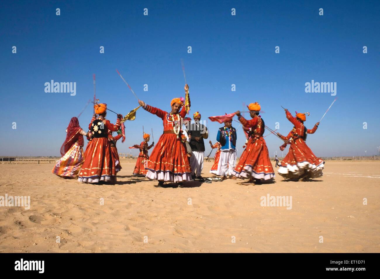 Tal Thok Wüste Festival Tanz; Jaisalmer; Rajasthan; Indien 2009 Stockbild