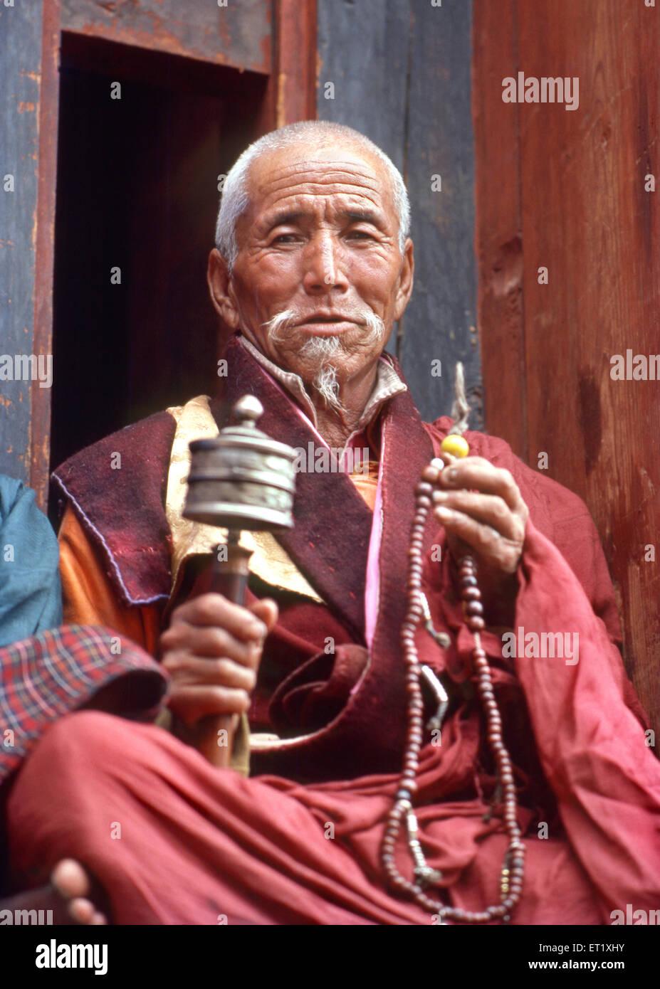 Mönch zählen Wulst und Gebet rotierenden Rad Nein Herr Stockbild