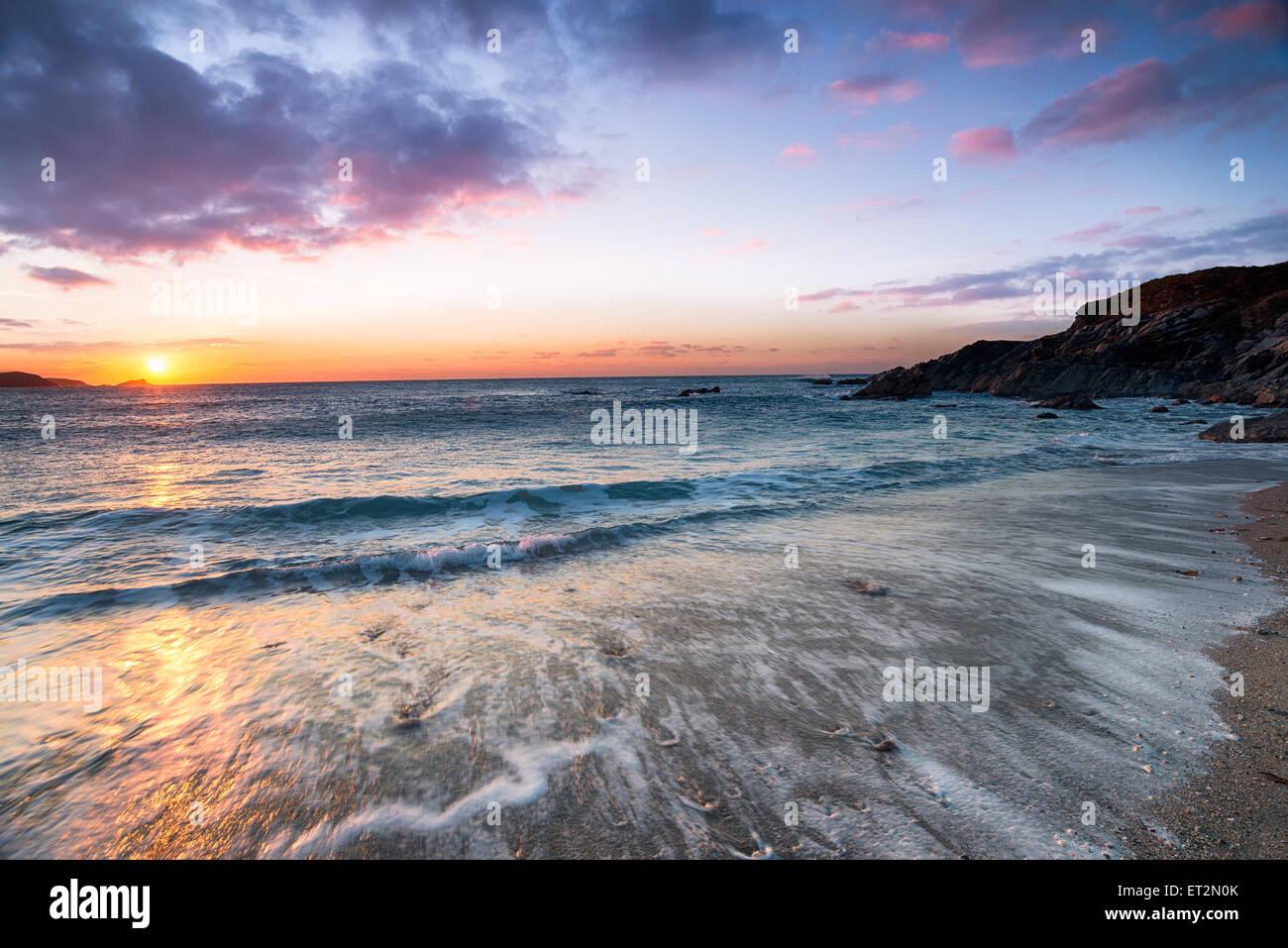 Sonnenuntergang über wenig Fistral Strand von Newquay in Cornwall Stockbild