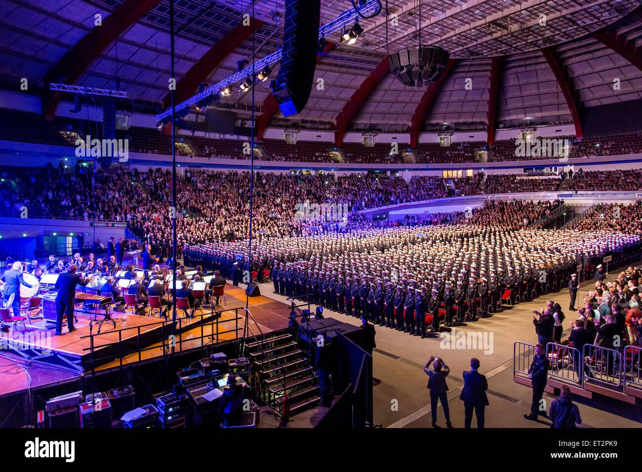 Vereidigung von 1500 neue Polizisten in die in Dortmund, waren über 6000 Familie Mitglieder und Freunde die Zeremonie Stockfoto
