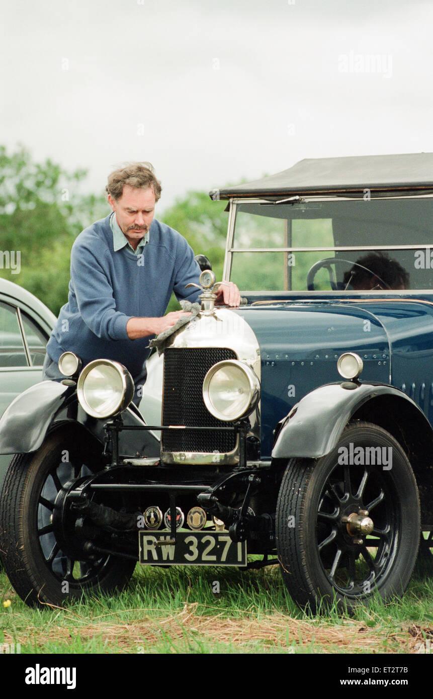 Vintage Car Show im The Ship Pub in Worsall, 11. Juni 1995. Abgebildet, das älteste Auto bei der Show, 1925 Stockbild