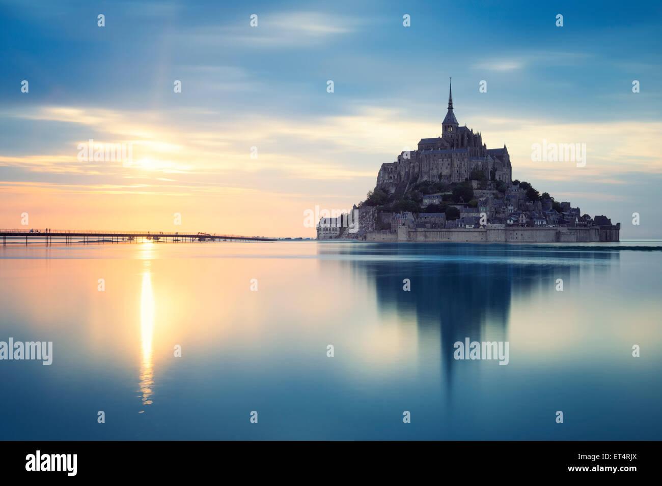 Mont-Saint-Michel bei Sonnenuntergang, Frankreich, Europa. Stockbild
