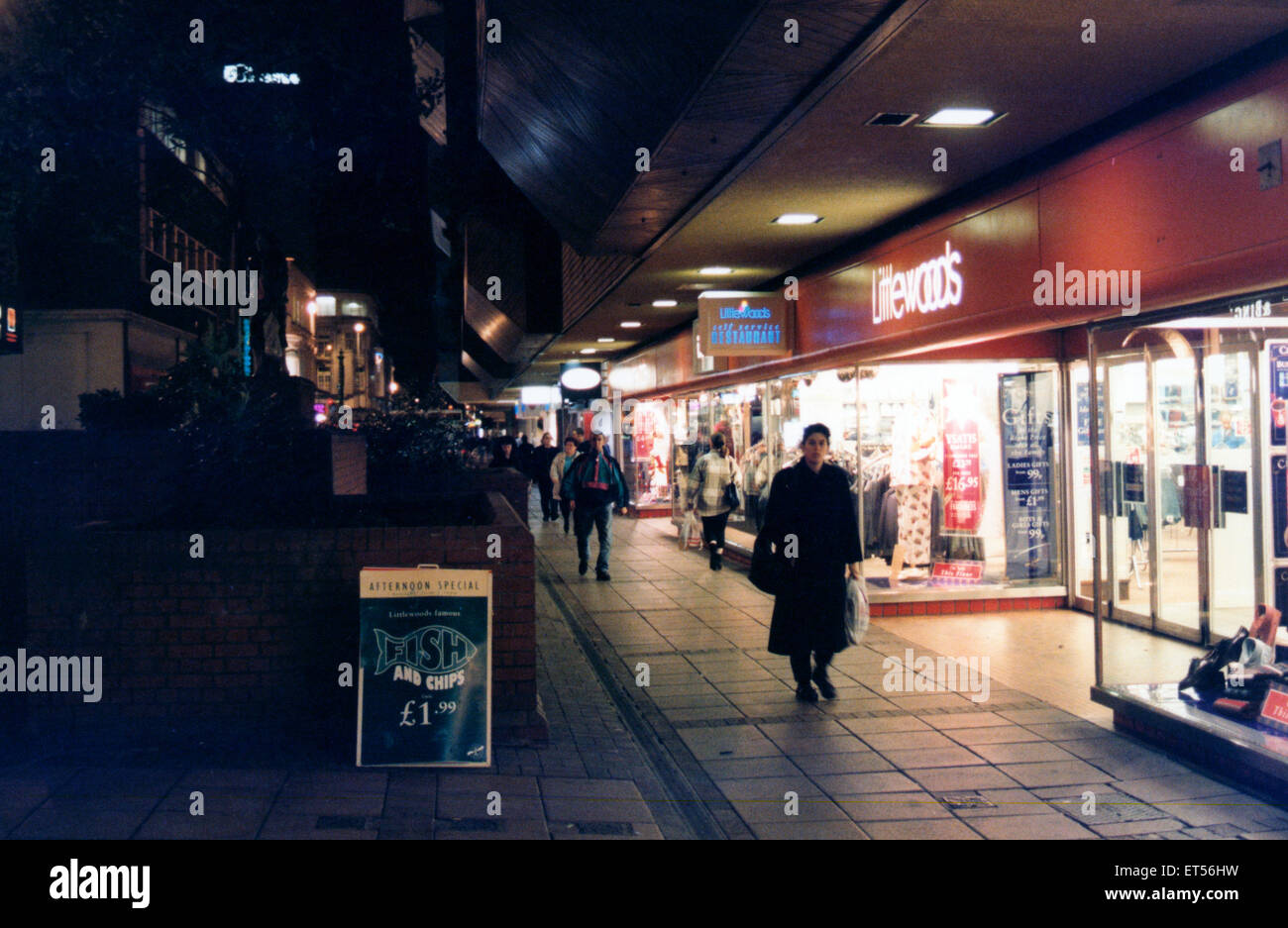 Late-Night shopping in Linthorpe Road, Middlesbrough, 23. November 1994. Stockbild