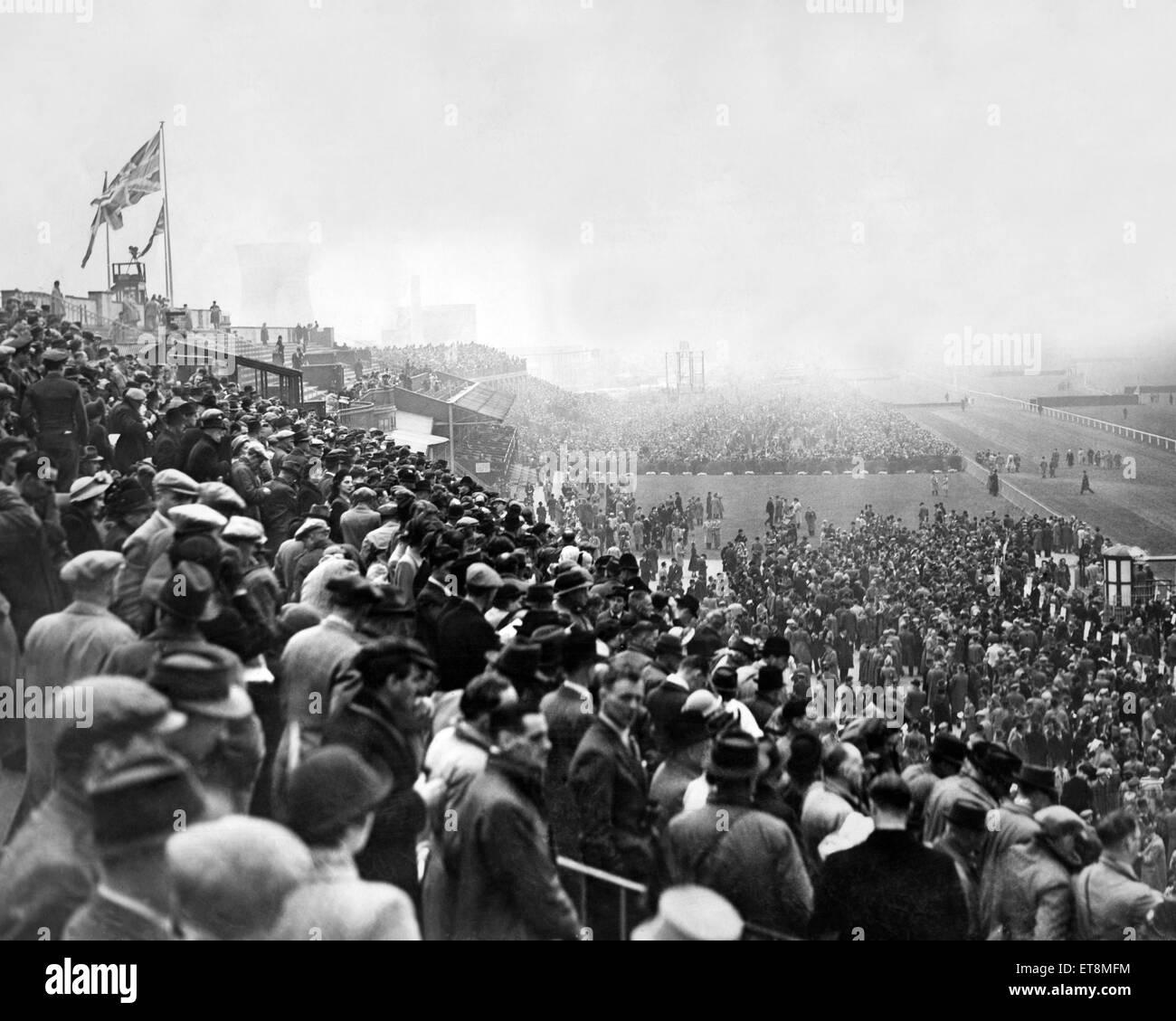 Eine allgemeine Szene zwischen Ereignissen in Aintree Racecourse in Liverpool am Tag des Grand National. 26. März Stockbild
