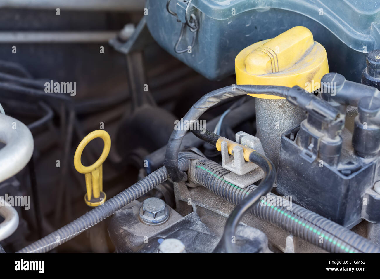 Checking Oil Stockfotos & Checking Oil Bilder - Alamy