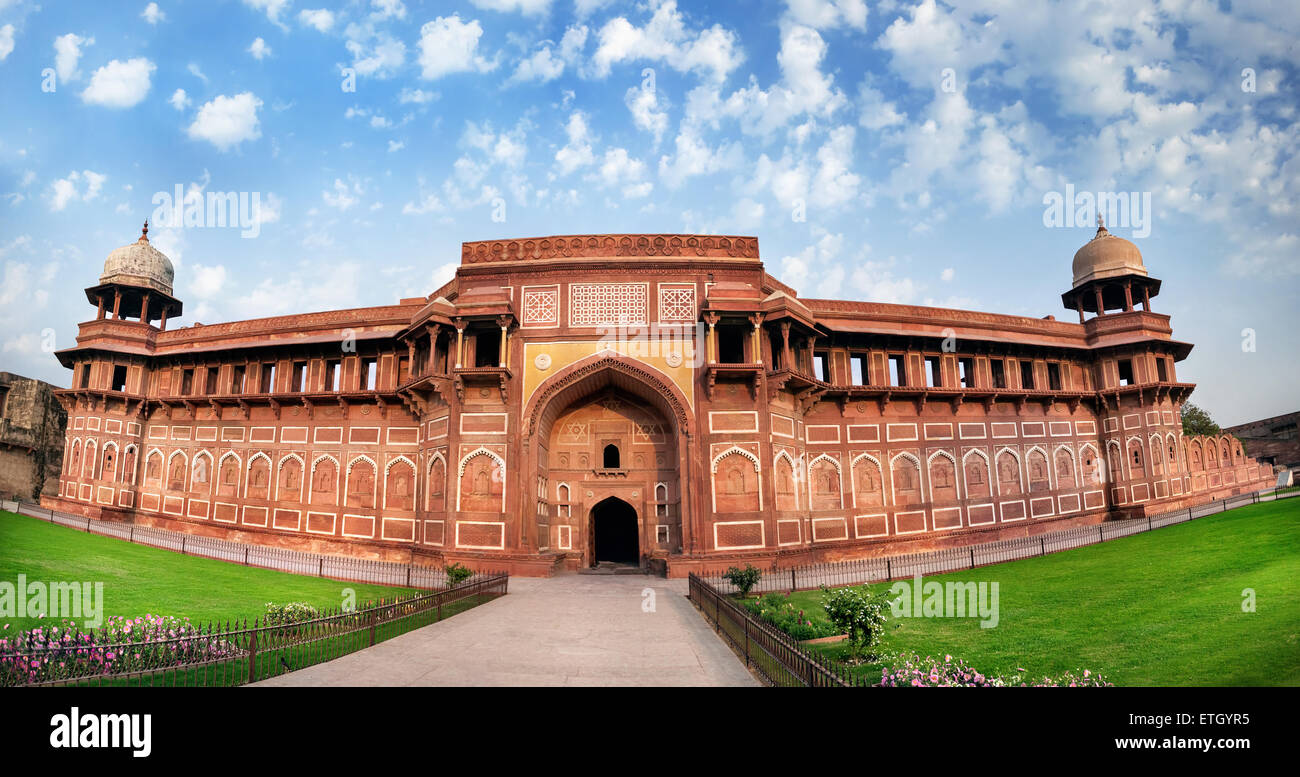 Agra Fort Panorama am blauen Himmel in Indien Stockbild