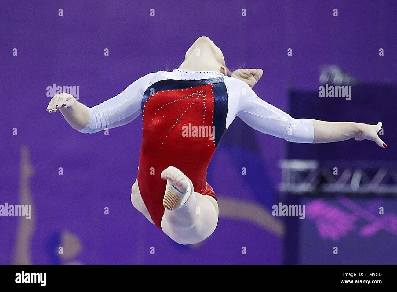 Baku, Aserbaidschan. 15. Juni 2015. Russlands Aliya Mustafina konkurriert auf dem Balken in der künstlerischen Stockbild