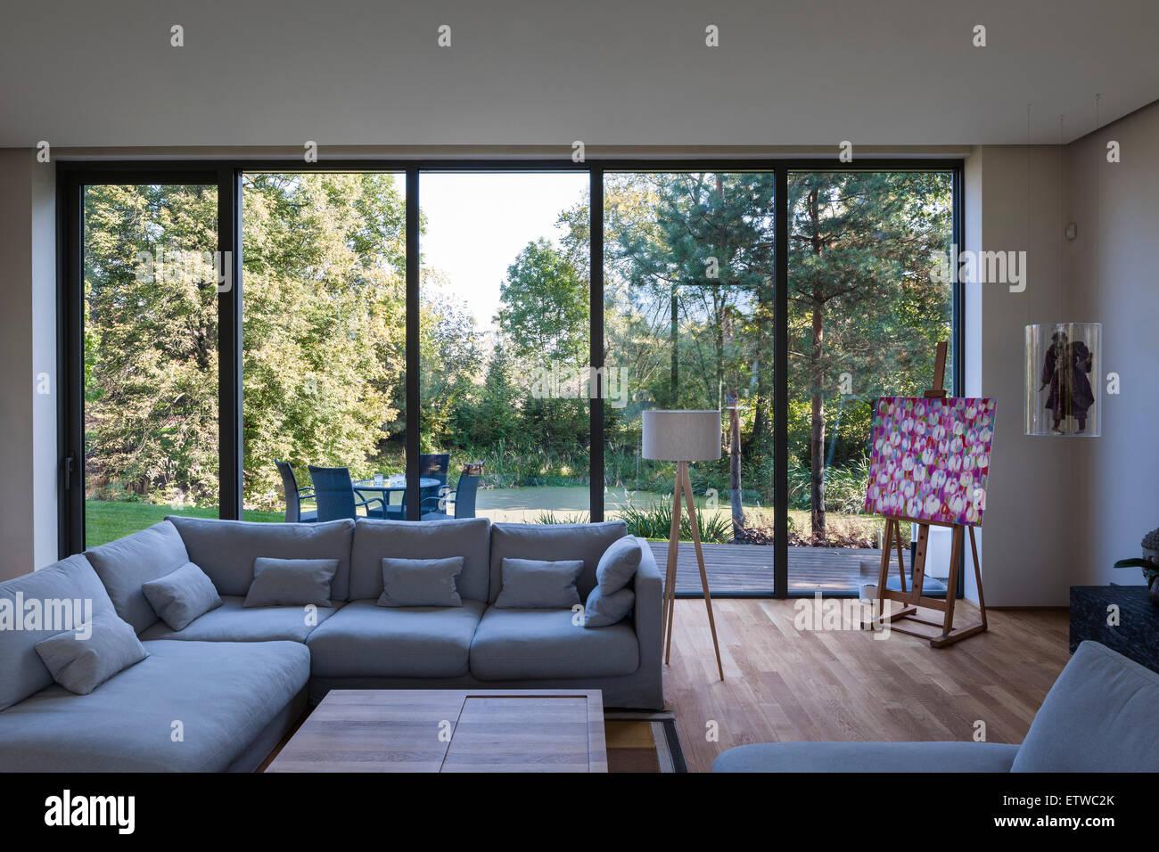 Wohnzimmer mit raumhohen fenster zum garten warschau villa warschau polen architekt - Raumhohe fenster ...