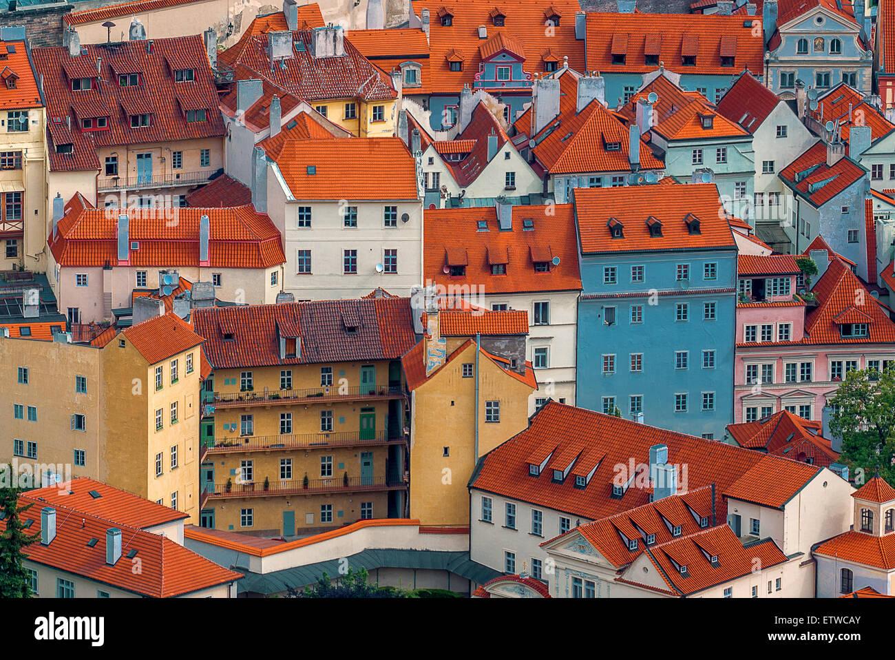 Prager Häuser und Dächer, unverwechselbare Stadtbild von Tschechien Hauptstadt Architektur Stockbild