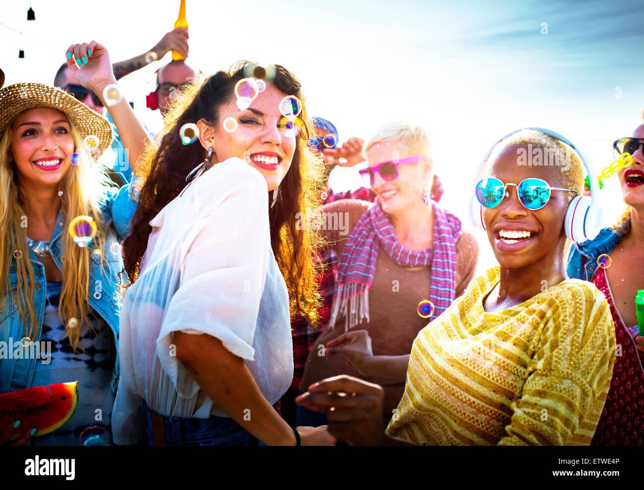 Vielfalt, die tanzen Strand Party Feier Konzept Stockbild