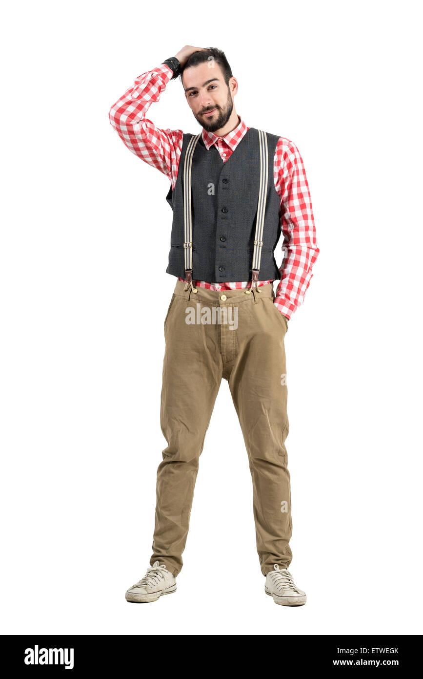 Junge bärtige Hipster mit der Hand durch das Haar. Ganzkörper-Länge-Porträt über weiße Stockbild